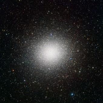 L'ammasso globulare Omega Centauri. L'immagine mostra circa 300.000 stelle. (Crediti: ESO/INAF-VST/OmegaCAM, A. Grado/INAF-Osservatorio astronomico di Capodimonte)