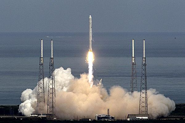 0411-spacex-rocket-launch-pad-texas_full_600