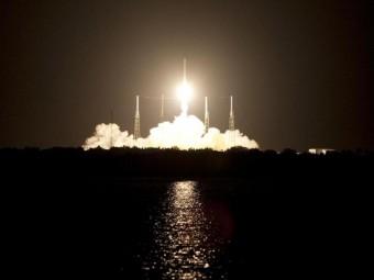 Il primo viaggio della capsula spaziale Dragon, l'atterraggio della sonda Huygens su Titano e le news sul Pianeta di Diamante