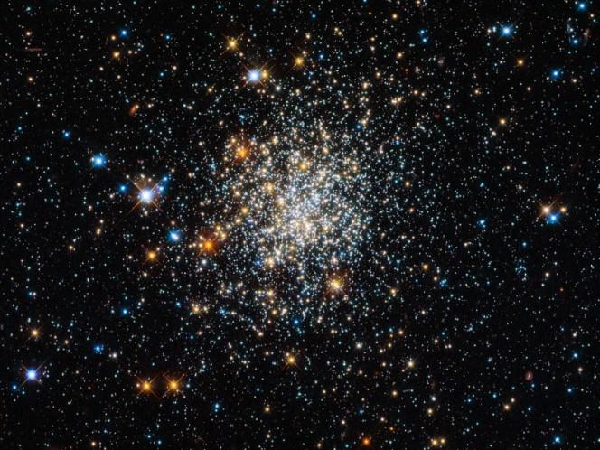 NGC 411, un ammasso aperto situato nella Piccola Nube di Magellano. CREDIT: ESA/Hubble & NASA