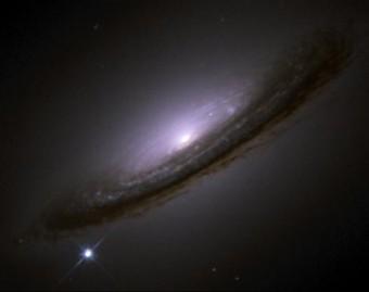 La galassia NGC 4526 vista da Hubble (STS/Hubble)