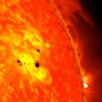 L'immagine combina le immagini di due strumenti  NASA installati su Solar Dynamics Observatory (SDO): Helioseismic and Magnetic Imager  (HMI)e l' Advanced Imaging Assembly(AIA). CREDIT: NASA / SDO / AIA / HMI / Goddard Space Flight Center