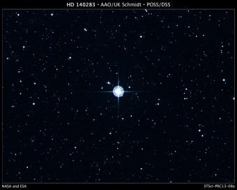 Immagine prodotta dalla Digitized Sky Survey della più antica stella nota nella nostra Galassia, denominata HD 140283. La ripresa è stata ottenuta dal telescopio Schmidt dell'Anglo-Australian Observatory (AAO). Crediti: Digitized Sky Survey (DSS), STScI/AURA, Palomar/Caltech, and UKSTU/AAO