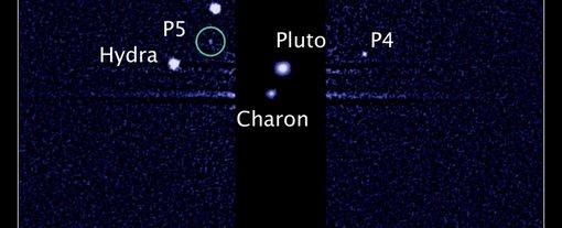 Plutone e le sue lune conosciute in un'immagine del telescopio spaziale Hubble (NASA/ESA/SETI Institute)