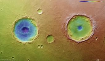 La codifica colore rivela la profondità relativa dei crateri, in particolare profondità del loro pozzi centrali. CREDIT:ESA/DLR/FU Berlin (G. Neukum)