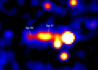 La regione centrale della Via Lattea osservata nei raggi gamma dal telescopio spaziale INTEGRAL dell'ESA. La posizione del buco nero supermassiccio è indicata dalla sigla SGR A*, mentre 'SGR 2B' indica la nube di idrogeno molecolare ad esso vicina. Crediti: ESA, M. Revnivtsev (IKI/MPA)