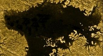 Il mare Lygeria, il secondo più grande su Titano, ripreso da Cassini (NASA/JPL-Caltech/ASI/Cornell)