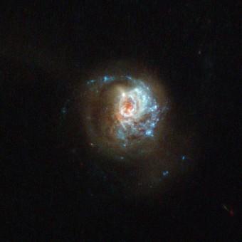 Galassia J125013.50+073441.5. (Crediti: ESA/Hubble & NASA, M. Hayes)