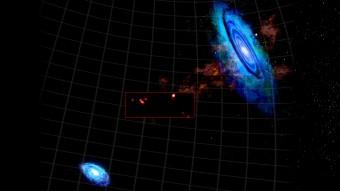 La regione compresa tra le galassie M31 (in alto a destra) e M33 (in basso a sinistra). Nel riquadro è indicata la ripresa ad alta risoluzione del radiotelescopio GBT che evidenzia le nubi di idrogeno scoperte. Crediti: Bill Saxton, NRAO/AUI/NSF.