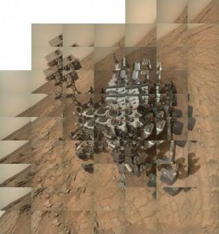 I 64 scatti della camera MAHLI utilizzati per realizzare l'immagine precedente. Crediti: NASA / JPL / MSSS / Emily Lakdawalla