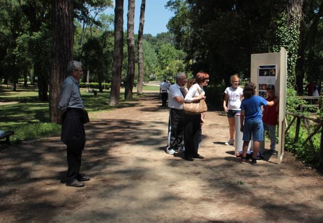 Una delle postazioni della mostra itinerante sul Sistema Solare realizzata dai ragazzi della V C della Scuola Montessori di Roma.