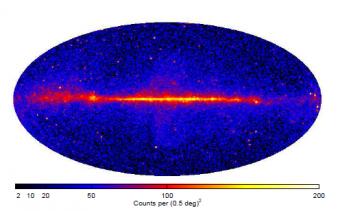Mappa dei conteggi di raggi gamma sopra i 10 GeV registrati dal LAT (Fermi-LAT collaboration)
