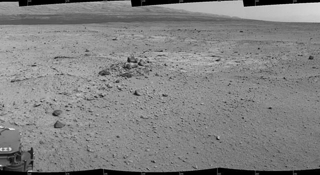 Questo mosaico di immagini proviene dalla Navigation Camera di Curiosity e mostra la posizione del rover della NASA al suo 376° giorno della missione. (Crediti: NASA/JPL-Caltech)