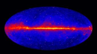 La mappa del cielo a energie superiori a 1 GeV basata sui primi cinque anni di osservazioni di Fermi (NASA/DOE/Fermi LAT Collaboration)