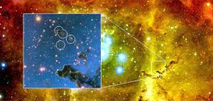 Gli astronomi hanno scoperto che delle nuvole scure chiamate globulettes hanno le caratteristiche giuste per formare pianeti senza stella madre. L'immagine mostra alcune di queste piccole nubi presente nella Nebulosa Rosetta. Nel riquadro: un'immagine scattata con luce infrarossa mostra alcune delle globulettes contrassegnate con anelli. Credit: Canada-France-Hawaii Telescope / 2003 e ESO / M. Mäkelä.