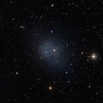 La galassia nana della Fornace, una tra quelle su cui è basato lo studio (ESO/Digitized Sky Survey 2)