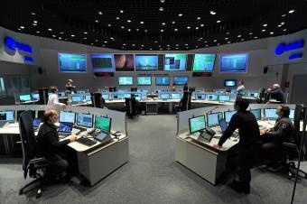 La sala di controllo dell'ESOC a Darmstadt, in Germania, dalla quale è stato inviato il comando che ha messo fine alla missione Planck
