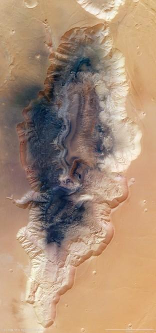 Hebes Chasma nel mosaico di otto immagini riprese dalla High Resolution Stereo Camera di Mars Express - ESA/DLR/FU Berlin (G. Neukum)