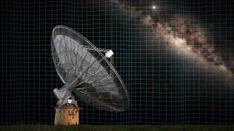 Le onde gravitazionali distorcono lo spazio, alterando il regolare segnale delle pulsar captato dal radiotelescopio Parkes dello CSIRO. Crediti: Swinburne Astronomy Productions