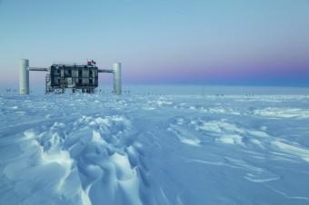 """Il laboratorio, la parte """"emersa"""" di IceCube. Credit: Sven Lidstrom. IceCube/NSF"""