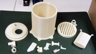 Un modello di plastica stampata in 3D di una mini camera climatica per la coltivazione di piante sulla Luna. Crediti: Hemil Modi / Lunar Plant Growth Habitat team