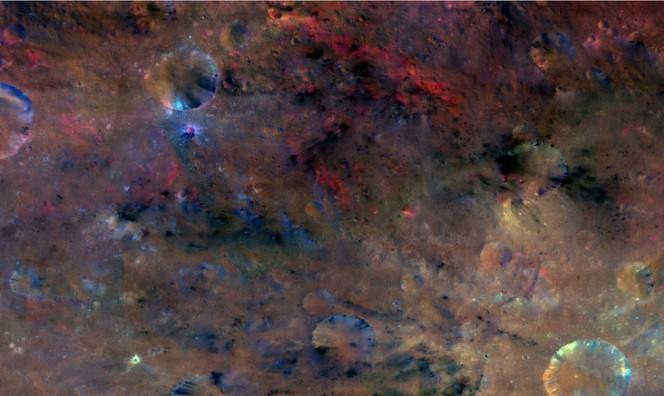 Zona nei pressi del cratere Sextillia su Vesta