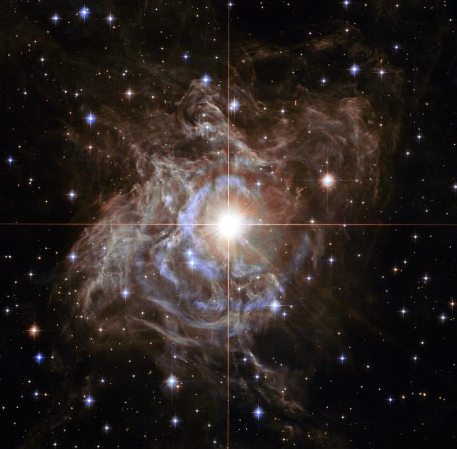 La stella RS Puppis ripresa da Hubble. (Crediti: NASA, ESA, and the Hubble Heritage Team (STScI/AURA)-Hubble/Europe Collaboration Acknowledgment: H. Bond (STScI and Penn State University)
