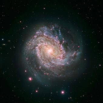 I dati di Hubble combinati con i dati del Giant Magellan Telescope, che rendono visibile l'intera struttura di M83 Crediti: NASA, ESA, Hubble Heritage Team (STScI/AURA) / W. Blair (STScI/JHU), Carnegie Institution of Washington (Las Campanas Observatory), NOAO