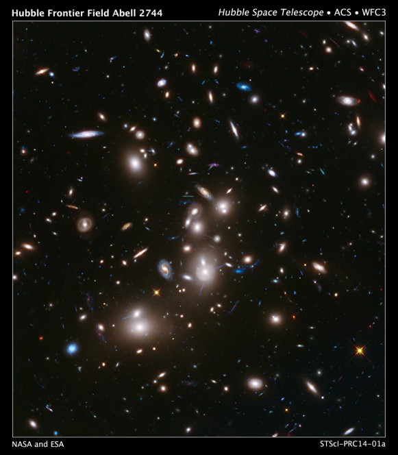 La più dettagliata immagine mai fornita di un ammasso di galassie. Crediti: NASA/ESA/J.Lotz, M.Mountain, A.Koekemoer/STScI HFF Team