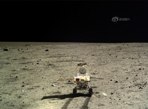 Yutu fotografato dal lander Chang'e-3 il 22 dicembre 2013. Crediti: Chinese Academy of Sciences
