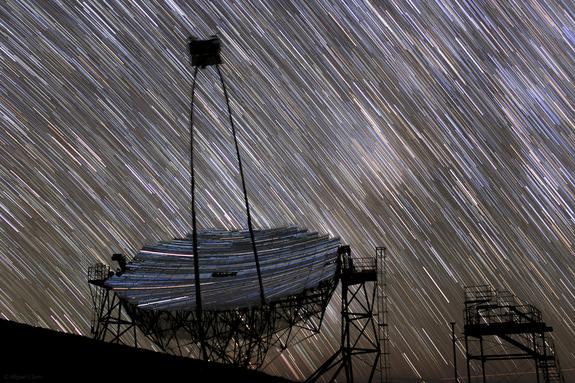 I telescopi Major Atmospheric Gamma-ray Imaging Cherenkov installati sull'isola di La Palma alle Canarie. La foto e' stata realizzata dall'astrofotografo portoghese Miguel Claro