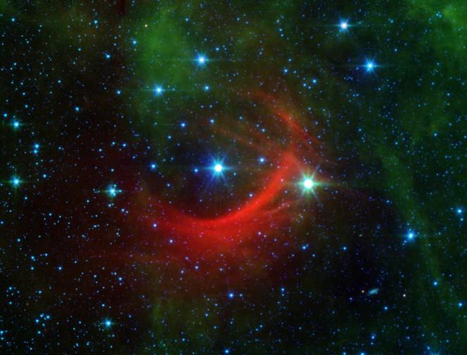 L'onda d'urto di Kappa Cassiopeiae visibile nell'infrarosso nella costellazione di Cassiopea.  Credit : NASA, JPL Caltech.