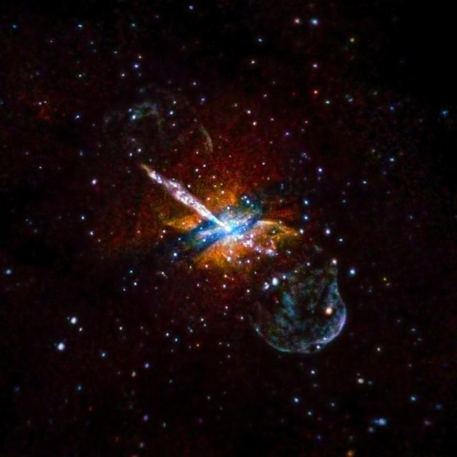 Il buco nero supermassiccio al centro di Centaurus A, che brilla in questa immagine composita di Chandra X. Gli scienziati hanno usato i dati di 9,5 giorni di osservazioni tra il 1999 e il 2012. Crediti: X-ray: NASA / CXC / U.Birmingham / M.Burke et al.