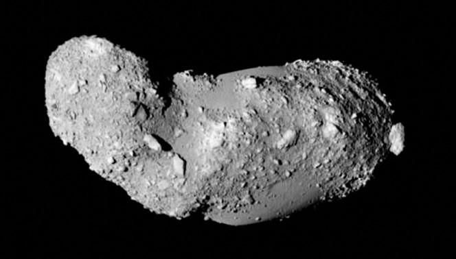 L'asteroide (25143) Itokawa visto da vicino. L'immagine è stata ottenuta dal satellite giapponese Hayabusa durante il suo incontro ravvicinato nel 2005. Crediti: JAXA