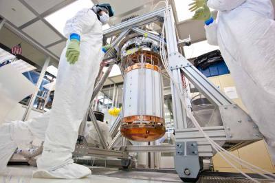Il rivelatore allo xenon di LUX durante una fase di calibrazione. Crediti: Matt Kapust/Sanford Underground Research Facility