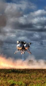 Morpheus, il lander NASA prende il volo nei cieli del Kennedy Space Center.