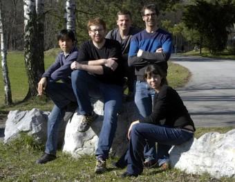 "Il ""team dell'erbio"" al completo. Da sinistra: Kiyotaka Aikawa, Albert Frisch, Simon Baier, Michael Mark e Francesca Ferlaino. Crediti: Erbium Team, University of Innsbruck"