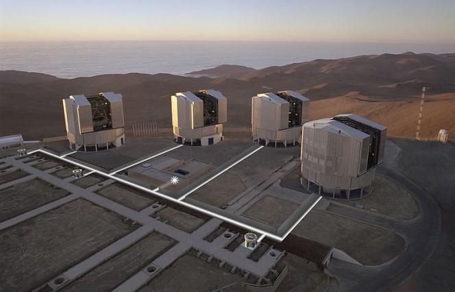Il Very Large Telescope sul Cerro Paranal, a 2.635 metri di altitudine nel deserto di Atacama, Cile settentrionale.