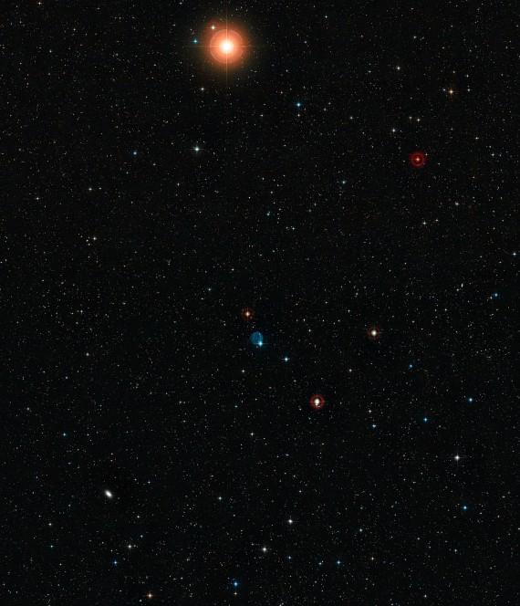 Panoramica del cielo intorno a Abell 33. Crediti: Eso