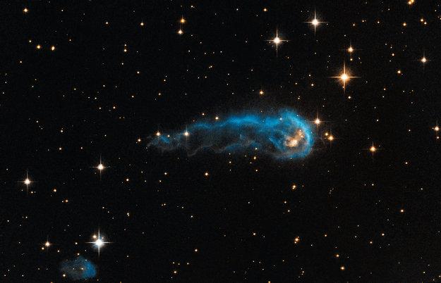 La protostella IRAS 20324+4057. Crediti: NASA, ESA, the Hubble Heritage Team (STScI/AURA), e IPHAS