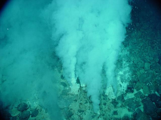 Un camino idrotermale: questi ambienti hanno forse ospitato le prime forme di vita.