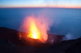 Un'eruzione vulcanica. crediti: LUCA CARICCHI