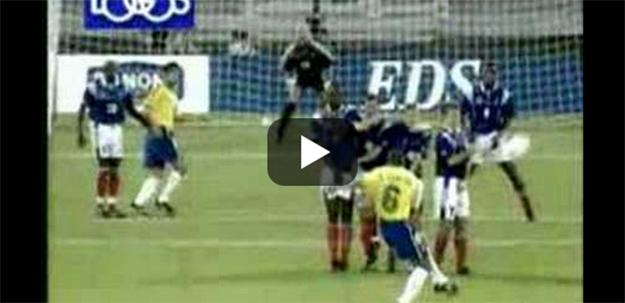 Il colpo perfetto con cui il brasiliano Roberto Carlos nel 1997 ha umiliato Fabien Barthez, portiere della Francia: la palla calciata che sembra volare in tribuna e invece a pochi metri dalla porta descrive una curva e gonfia la rete sfiorando il palo. Un chiaro esempio di effetto Magnus.