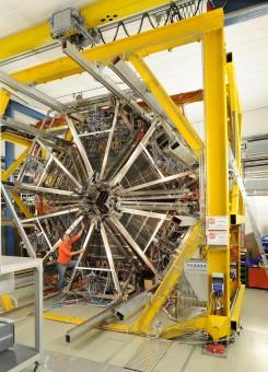 L'High-Acceptance Di-Electron Spectrometer al lavoro. Crediti: HADES