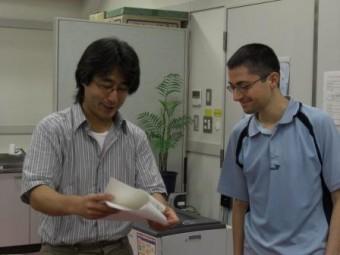 Sulla destra, il fisico Cosimo Bambi