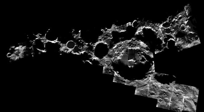 Luna, polo sud. Nella foto, da destra a sinistra partendo dal cratere più grande, i crateri Amundsen, Faustini, Shoemaker, Shackleton e de Gerlache. Crediti: ESA / SMART-1 / AMIE camera team / M. Ellouzi e B. Foing.