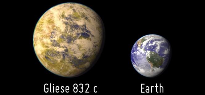 Rappresentazione artistica della Super Terra Gliese 832C, affiancata per dimensioni al nostro Pianeta. Crediti: Planetary Habitability Laboratory, Università del Puerto Rico, Arecibo, NASA / Hubble / Stellarium.