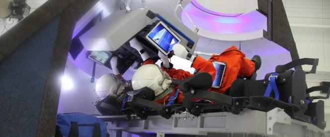 Gli interni del CST-100 nel modello in scala 1:1 presentato Al Kennedy Space Center. Crediti: Ken Kremer.