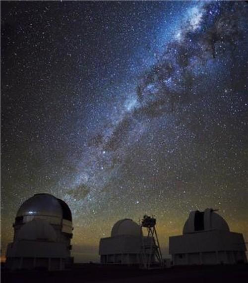 La Via Lattea sopra l' Osservatorio di Cerro Tololo in Cile. Crediti: Andreas Papadopoulos