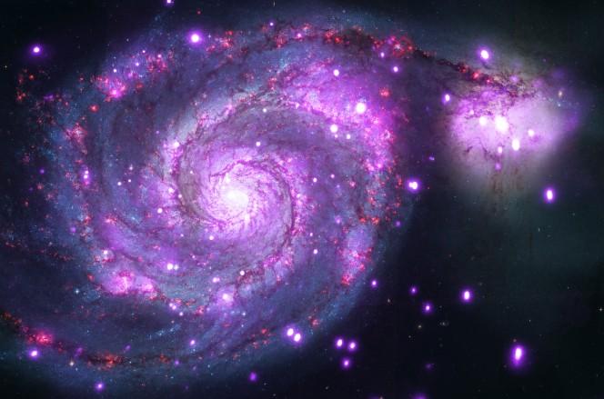 La Galassia Vortice vista sia in ottico (rosso, verde e blu) che in raggi X (viola). Crediti: NASA/CXC/Wesleyan Univ./R.Kilgard, et al; NASA/STScI
